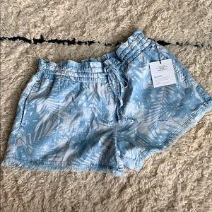 Bella Dahl blue palm print shorts
